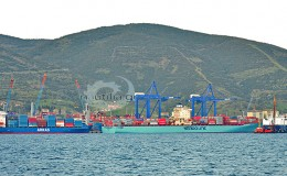 containers_terminal_ships_nautiliagr_vessels_pontoporos