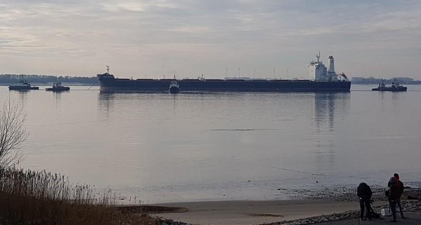 bulk carrier Cape Leonidas