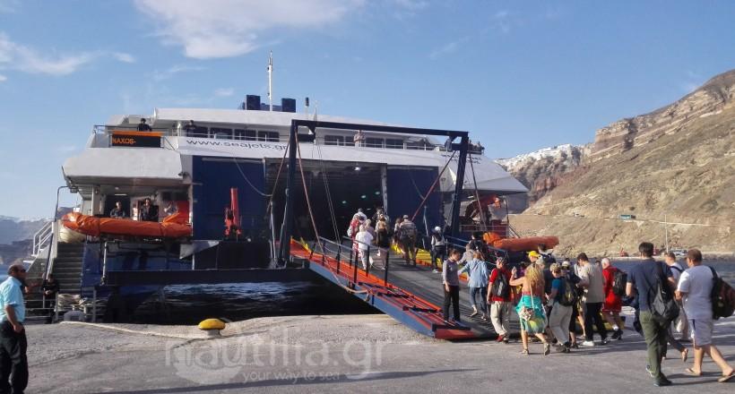 Mastejet_seajets_santorini_tourismos_aktoploia_epivates_nautiliagr
