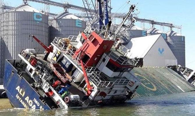 Φορτηγό πλοίο βυθίστηκε